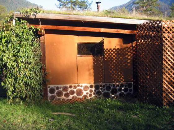 1. Natural Building Sauna(Our sauna employs cordwood, light straw clay, cob, earthen plaster and a living roof)