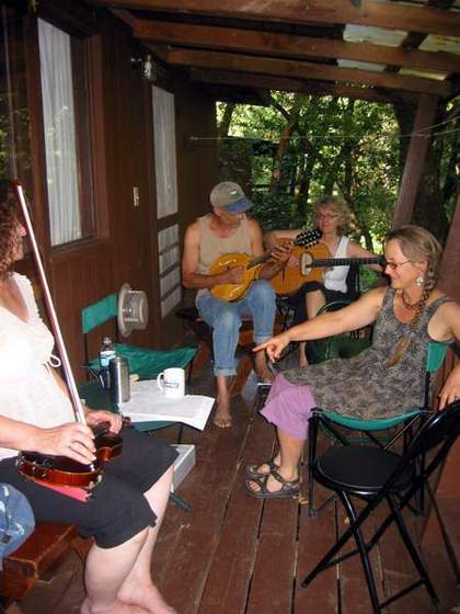 Cabin decks make a great place to jam! (Paul, Lynda, Blyteh & Linda)
