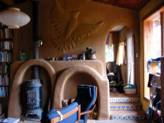 Sculpture(Natural building materials lend themselves well to sculpting, as seen in this doudle hearth and earthen plaster)